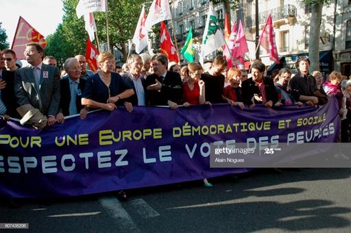 acques Nikonoff avec, de gauche à droite, Georges Sarre, Marie-George Buffet, Yves Salesse, Jean-Luc Mélenchon, Clémentine Autain